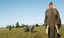Ο Μόγλης ζει και είναι γένους θηλυκού. Δείτε την με άγρια θηρία στη ζούγκλα. (φωτο)