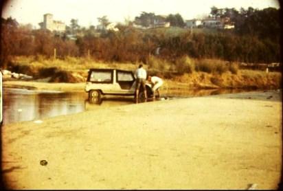 Atrapados en la ría de Loredo, al final de Somo. 1970.