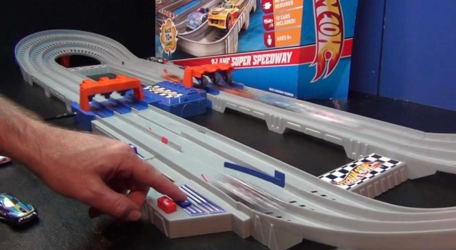 Hot Wheels 3-Lane Super Speedway Product Review