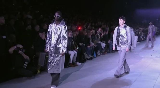 Michael Jackson celebrated by Louis Vuitton at Paris fashion show