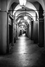 Modena, i portici di via Farini