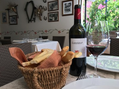 In the small terrace of the restaurant Buscone, our Buttafuoco Fiamberti 2012 is waiting to be tasted.