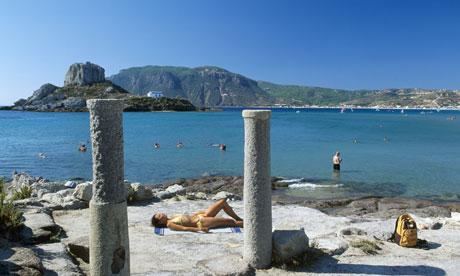 Κορυφώνεται η έξοδος Εγκαταλείπουν την Αθήνα οι αδειούχοι του Αυγούστου
