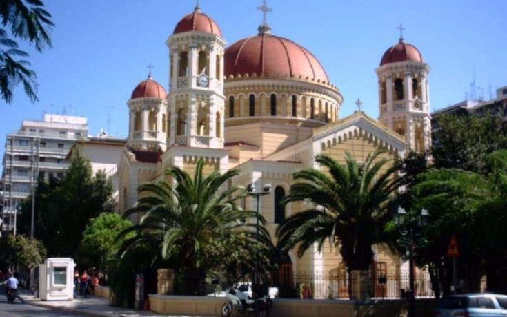 Αντιεξουσιαστές εισέβαλαν στη Μητρόπολη Θεσσαλονίκης και διέκοψαν τη λειτουργία