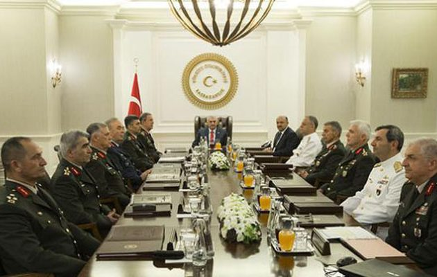 """Η """"δημοκρατία"""" του Ερντογάν συνεχίζει τις εκκαθαρίσεις"""