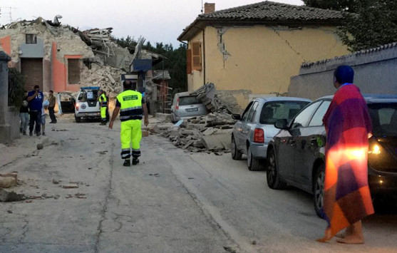 Εγκέλαδος-Φονιάς στην Ιταλία 6,2 Ρίχτερ ισοπέδωσαν ένα ολόκληρο χωριό Καταρρεύσεις σπιτιών νεκροί και εγκλωβισμένοι στα ερείπια