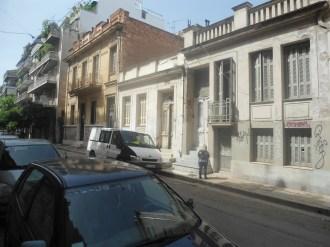 1.Κάποτε ήταν μια ξεχωριστή γειτονιά με όμορφα σπίτια.