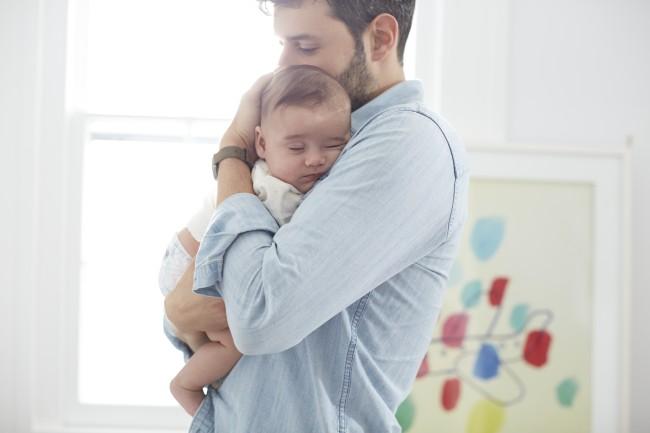 Έρευνα: Όσο περισσότερο αγκαλιάζουμε ένα μωρό τόσο πιο έξυπνο γίνεται
