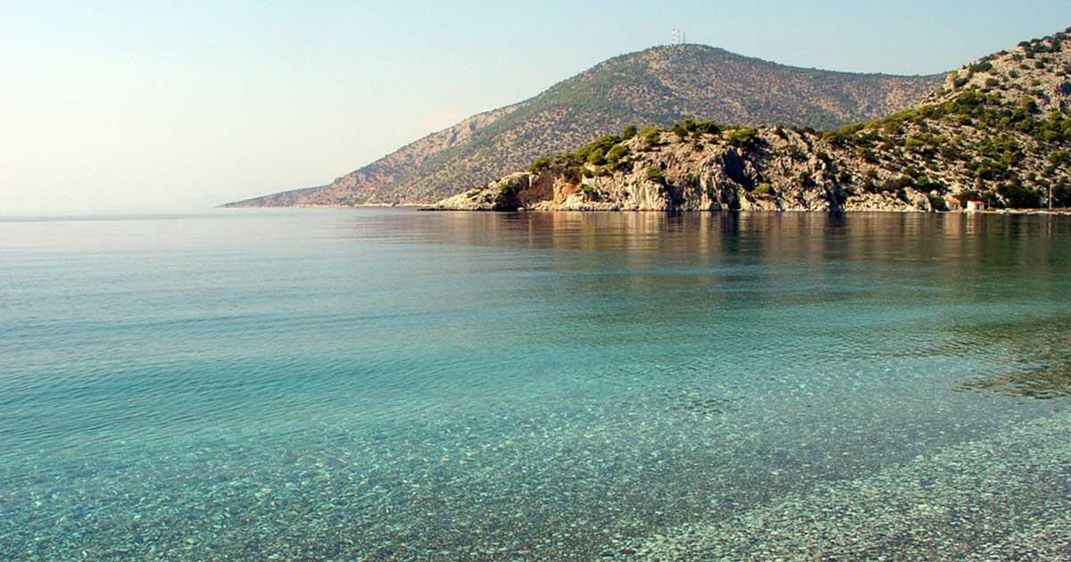 Οι 5 μαγικοί παράδεισοι της Αττικής για μια δροσερή βουτιά χωρίς εισιτήριο