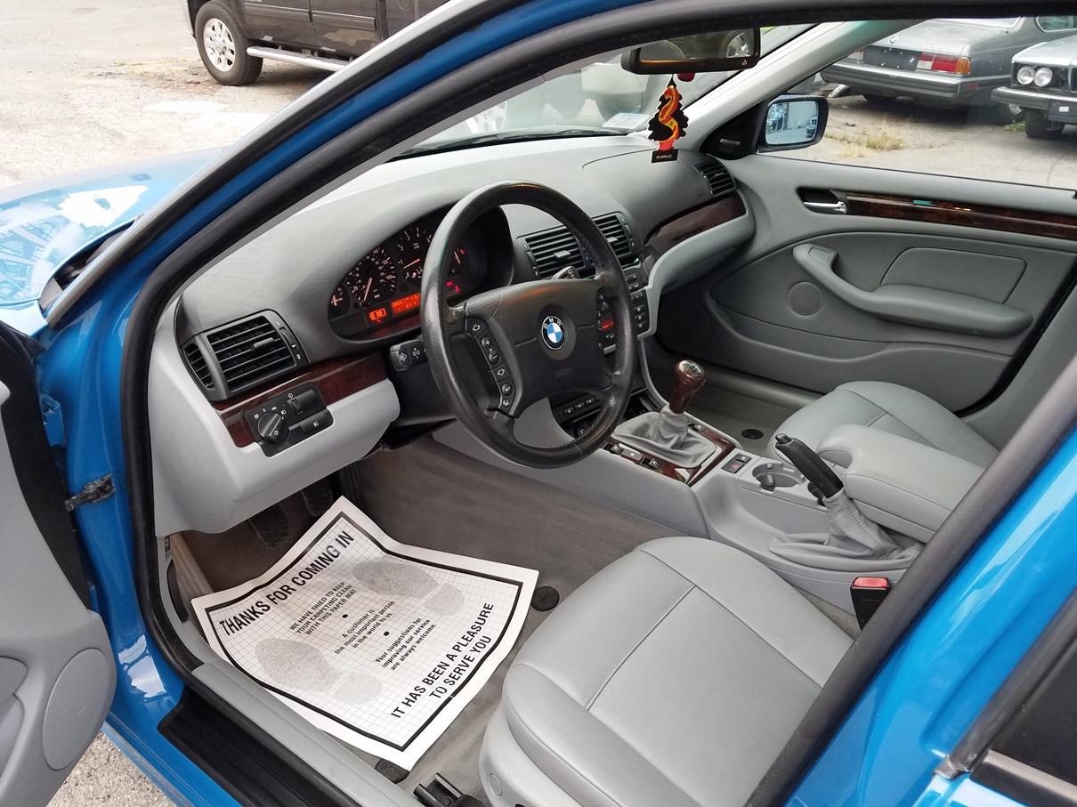 2004 BMW interior