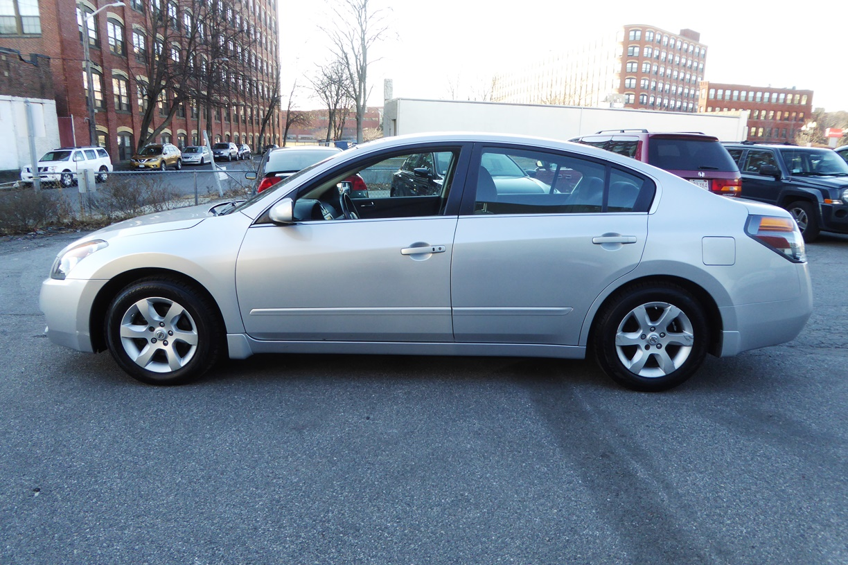 2009 Nissan Altima Sedan Left side