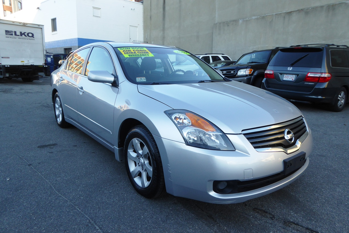 2009 Nissan Altima Sedan front right