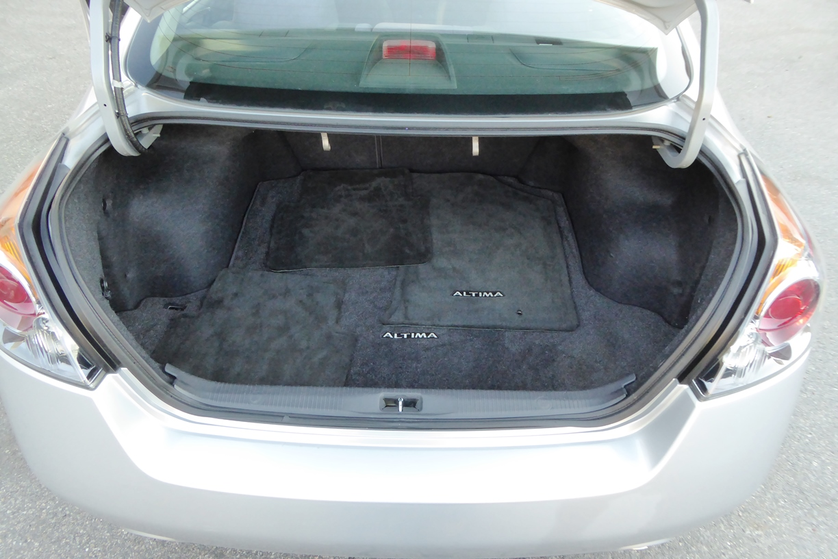 2009 Nissan Altima Sedan trunk