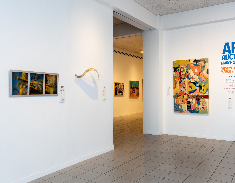 Art Auction gallery entrance left