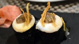 Gunkan de huevo trufado