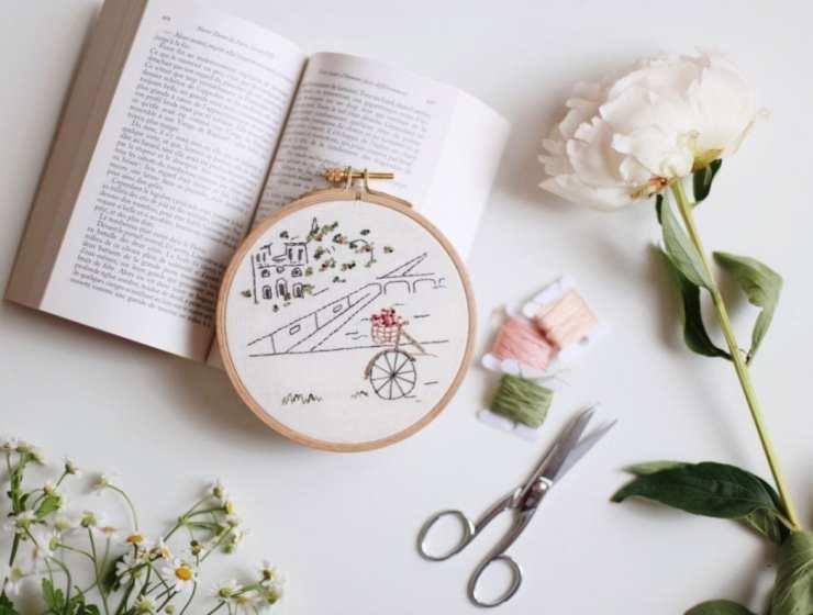 Des fils et des mots, des broderies littéraires pour décorer son intérieur