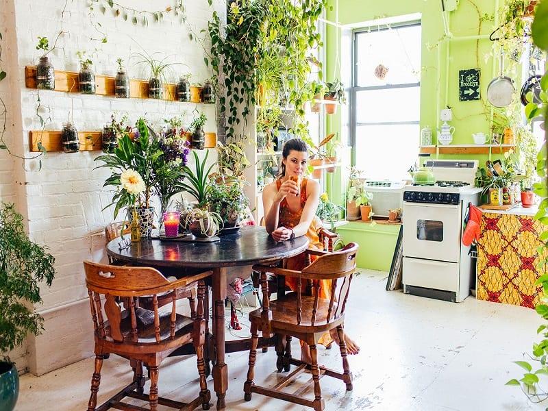 Summer Rayne Oakes dans sa cuisine écologique
