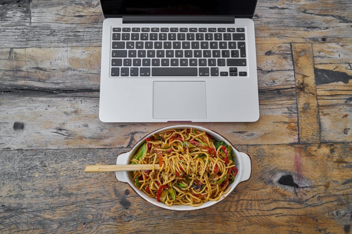 Faire le travail de site de rencontre en ligne