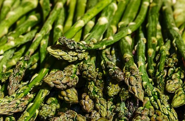 image d'asperges qui sont des légumes verts qu'on trouve au printemps