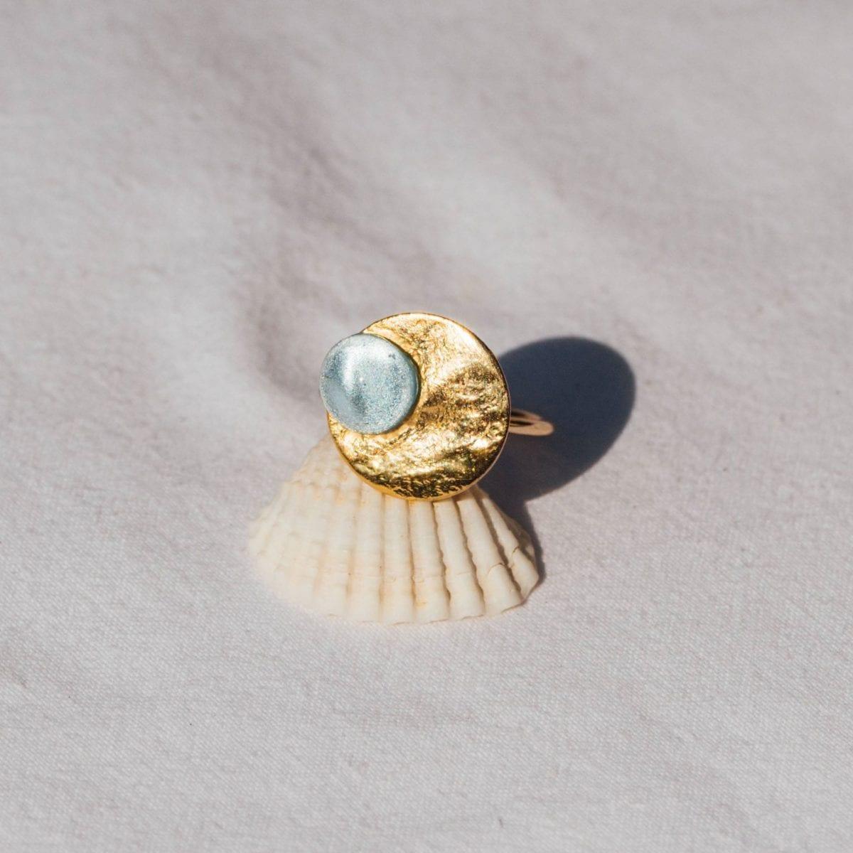 Les bijoux Cassiopée Paris souhaitent faire des femmes d'aujourd'hui de véritables héroïnes contemporaines, à l'image de la reine Cassiopée.
