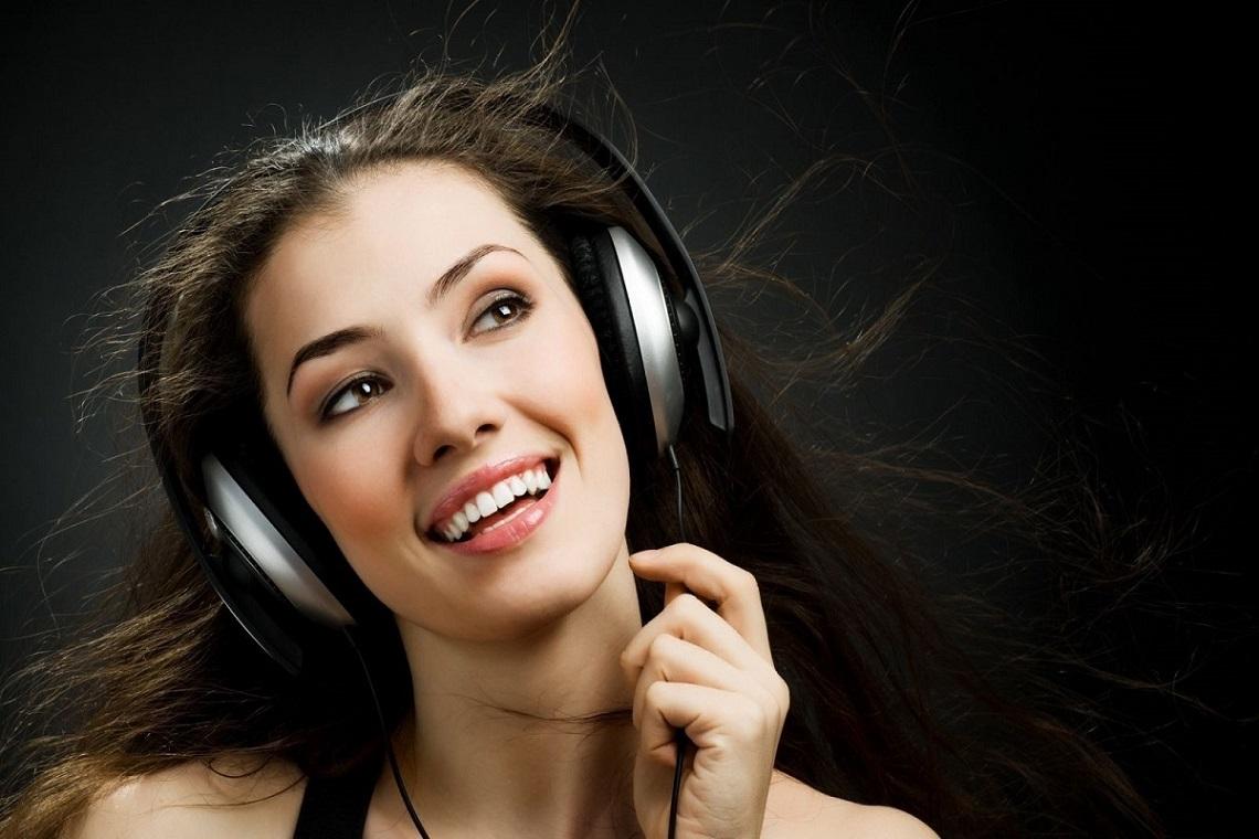 6 podcasts féminins à écouter impérativement !