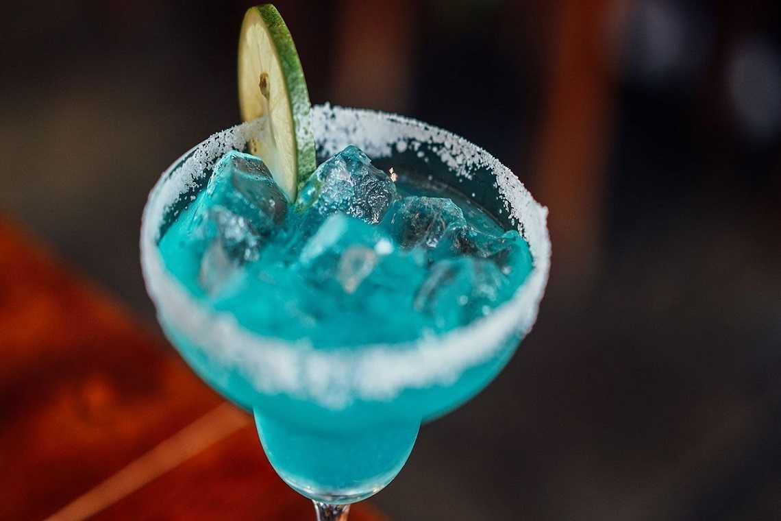 Le lagon bleu sans alcool : une plongée dans un océan de saveurs.
