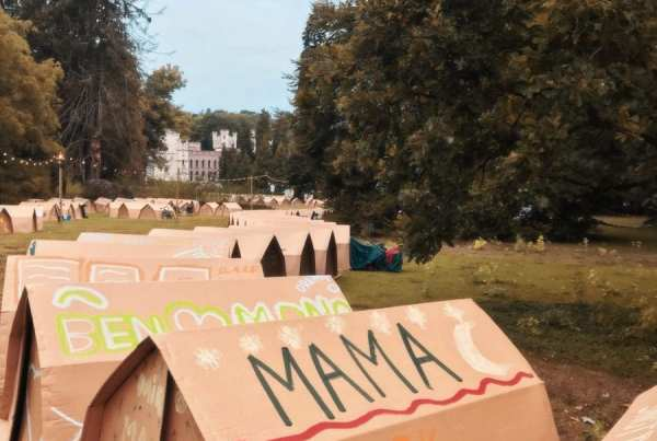 Wonderweekend - cardboard tents and castle in the background