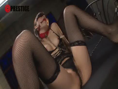 人気女優の鈴村あいりが鬼畜男の性奴隷として調教される!変態下着に目隠しで猿轡姿で弄られちゃうおまんこ動画