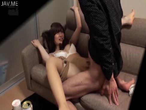 隠し撮りされてると気付かずセックスをしてる清純系美乳お姉さんがエロ過ぎるおまんこ動画無料
