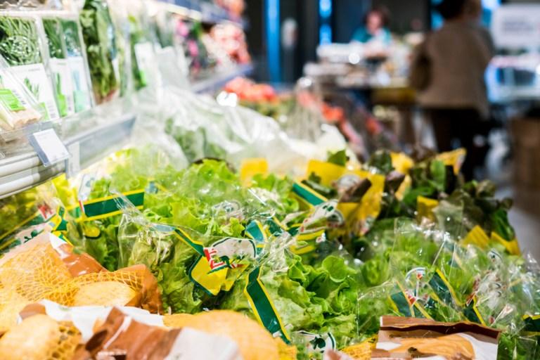 fruits et légumes prêts à l'emploi, comme salade en sachet