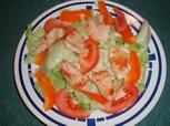 Huehnerstreifen auf Blattsalat