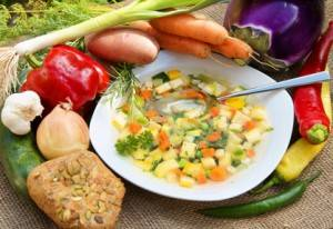 Omas Gemüsesuppe