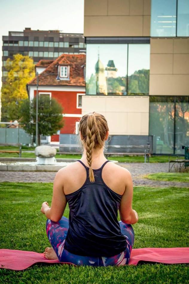 Outdoor Yoga am Nikolaiplatz (mit Sukha Yoga)