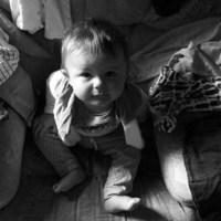 Ubieranie niemowlaka - najgorszy koszmar dziecka... I rodzica.