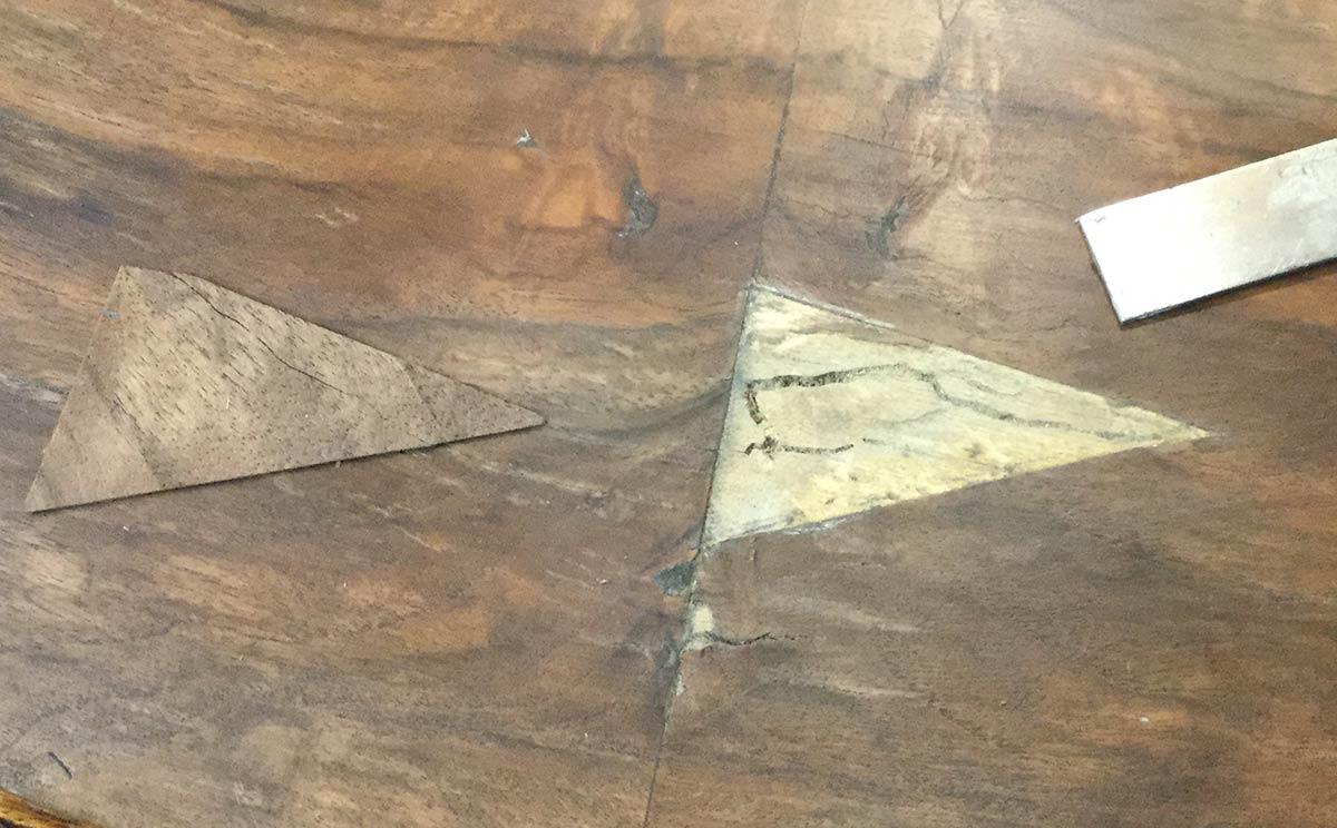 Remplacer un morceau de placage sur un meuble est une opération délicate.