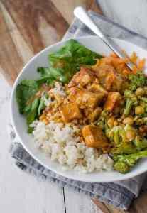 Rice bowl with tofu and peanut sauce
