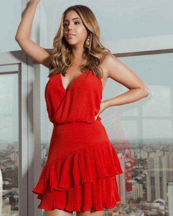 Vestido casual vermelho.