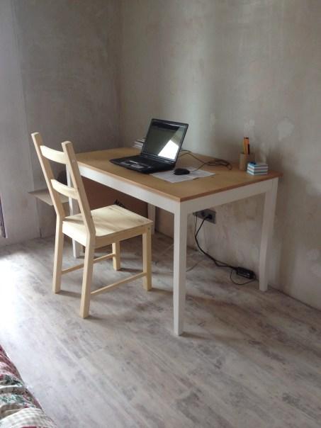 Обеденный стол сначала выполнял роль рабочего