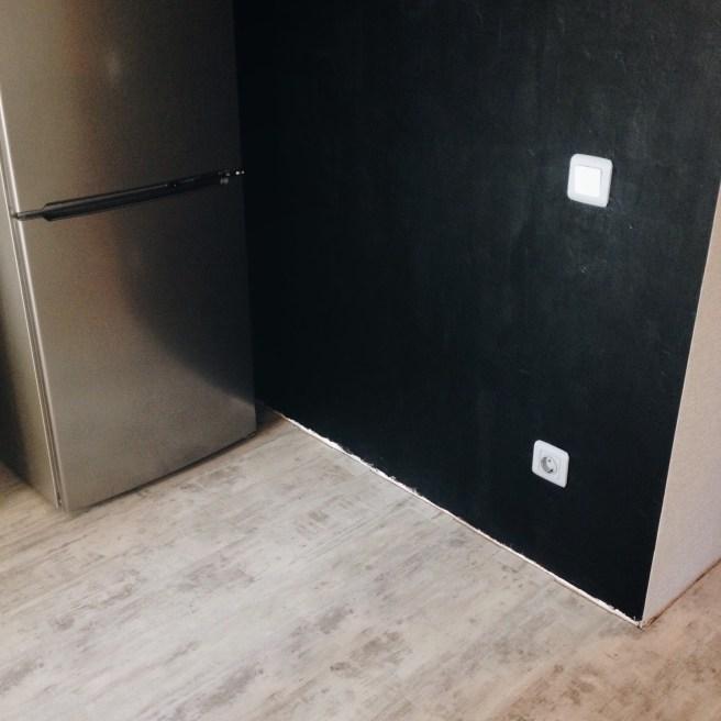 Стена сразу после покраски
