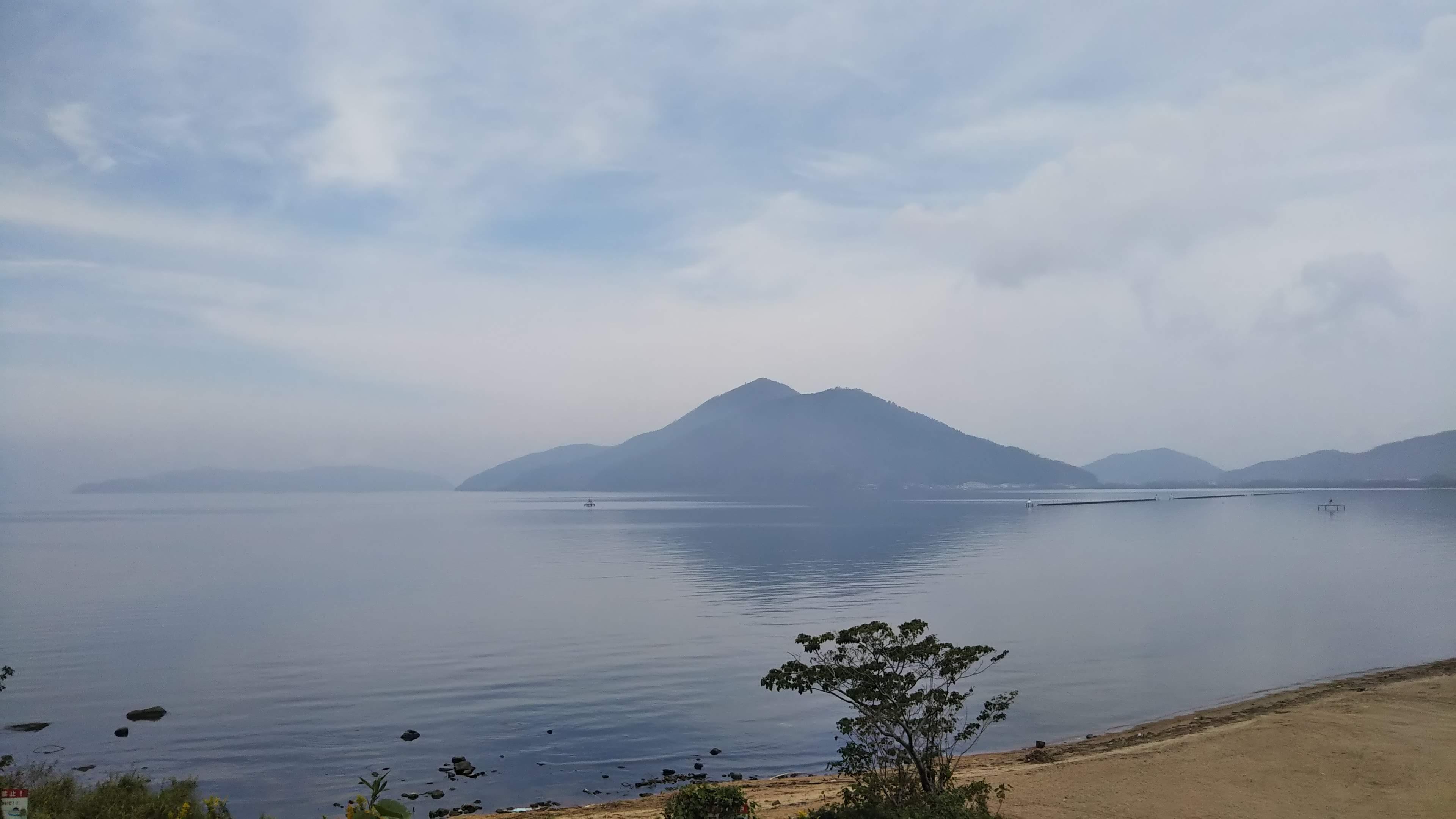 頭山から見た長命寺と沖島