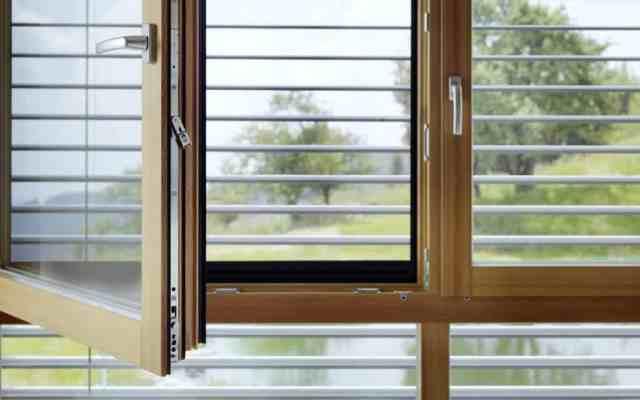 Lesena okna v dom vnašajo občutek topline in domačnosti