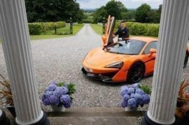 Za poročni prevoz izberite športen avto