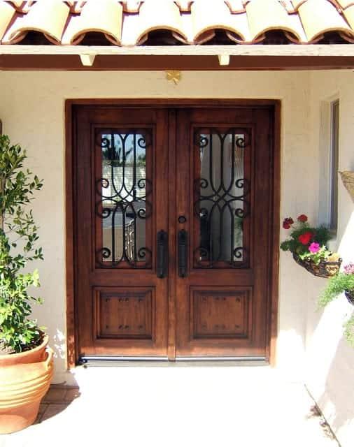 rustikalna-vhodna-vrata-lastnosti