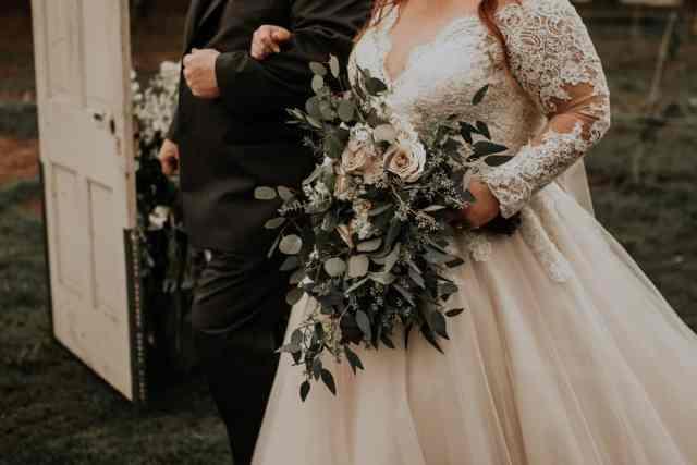 padajoči kaskadni poročni šopek cena