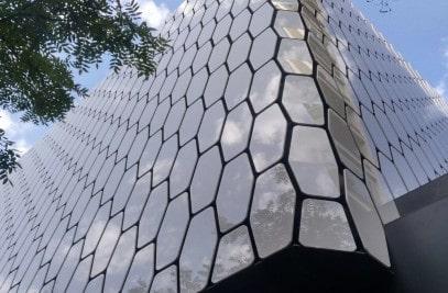 fasada-iz-kompozitnih-materialov