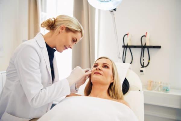 dermatolog-cena-kirurski-nekirurski-pristop