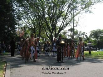 Arak-arakan Prajurit Kraton Pembawa Piala Raja