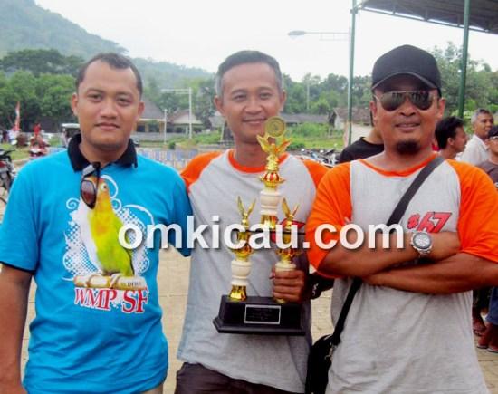 Sigit WMP (kiri) dan Fahmi Kobelco (kanan) didampingi Tobil Proliman,