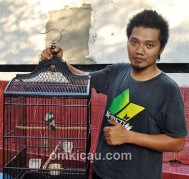 Anggo Kaos dan cendet Mugi Rahayu