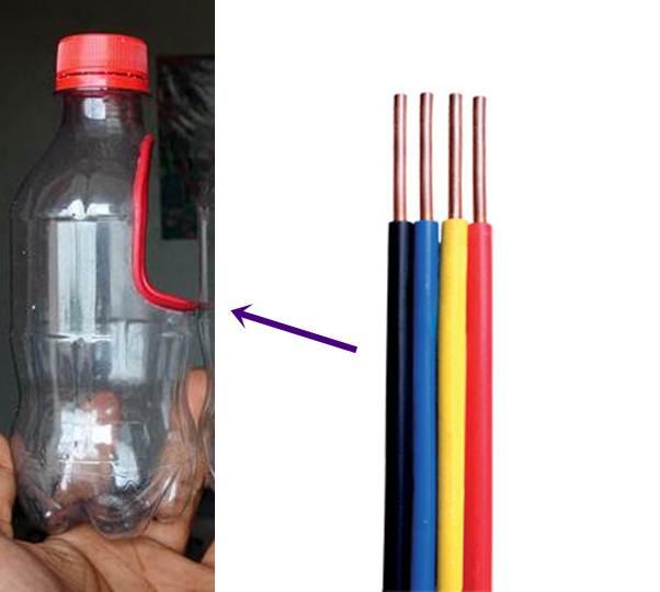 Memasang bungkus kabel / isolator ke pinggiran lubang dari botol
